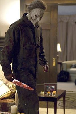Michael Myers buscando como limpiar el cuchillo de cocina